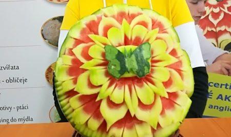 Kurz vyřezávání dekorativních květů a melounů