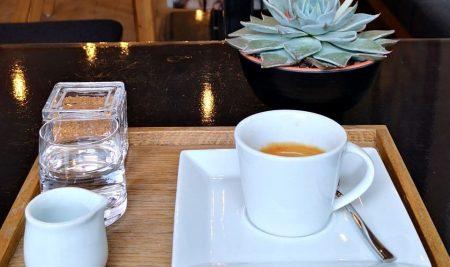 Změna otvírací doby kavárny a prodejen